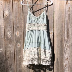 Dresses & Skirts - Whimsical sleeveless dress with lace